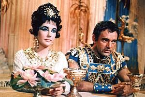 Elizabeth Taylorová ve své osudové roli Kleopatry.