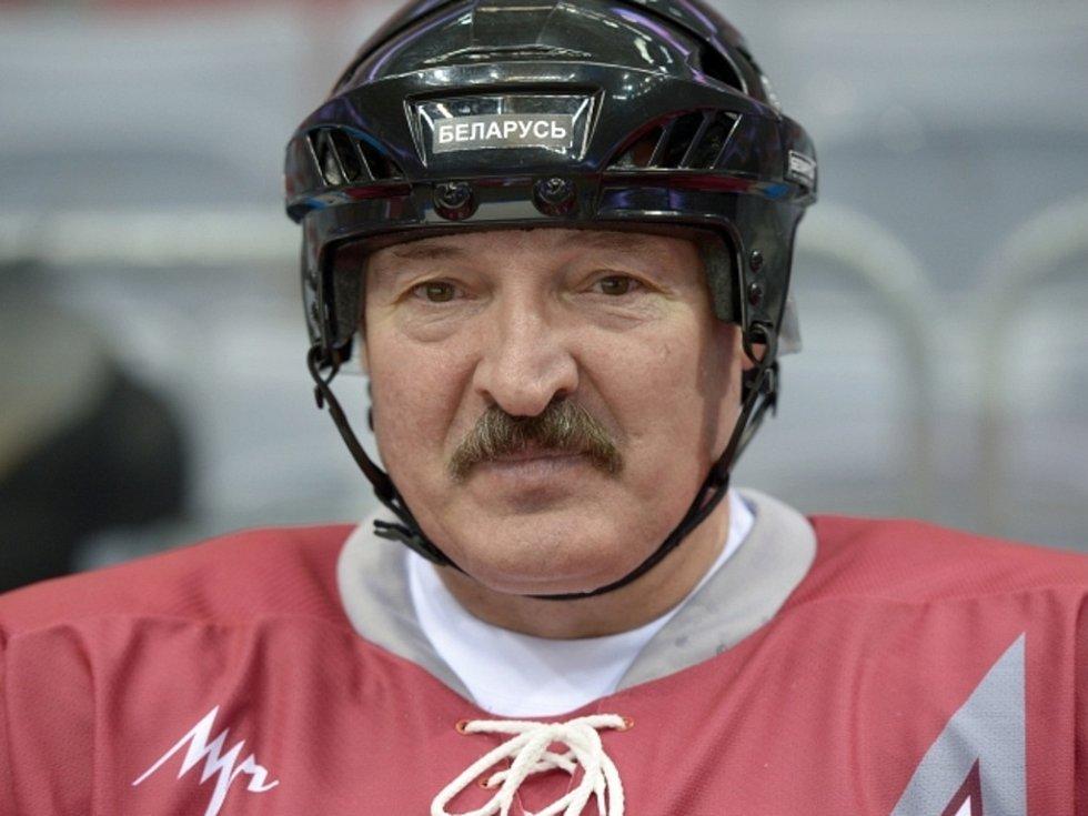Běloruský prezident Alexandr Lukašenko v přátelském utkání NHL Stars 1 a NHL Stars.