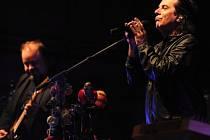 Britská rocková skupina Marillion vystoupila 9. srpna v Plzni. Na snímku vpravo zpěvák Steve Hogarth.