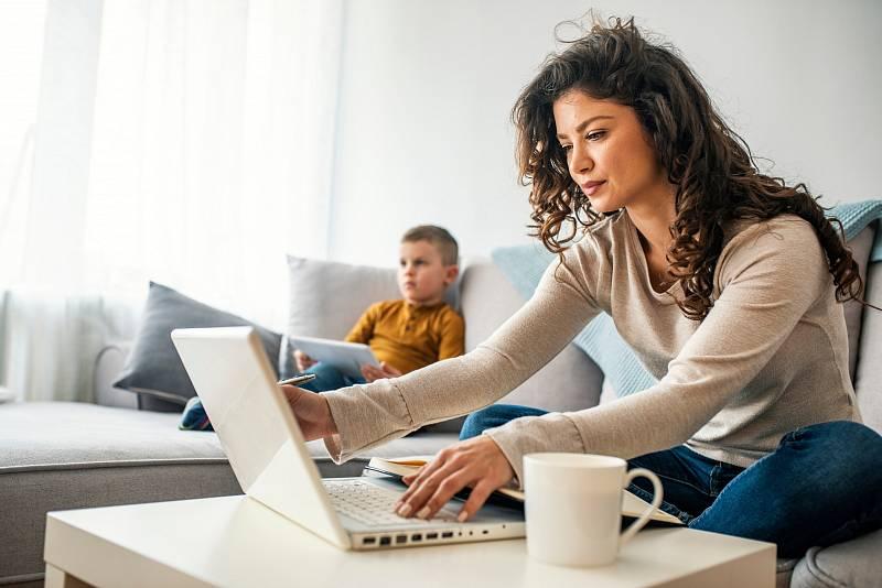 Z psychologického hlediska je důležité, aby se nejen dítě odpoutalo od matky, ale také matka od dítěte. Poté žena bude zvládat lépe svou práci.
