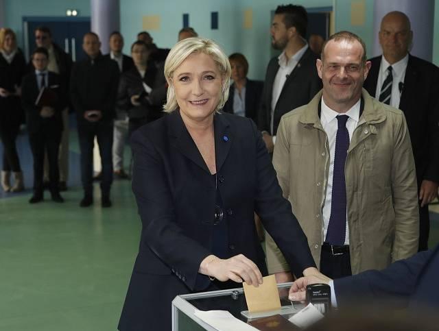Marine Le Penová právě odvolila