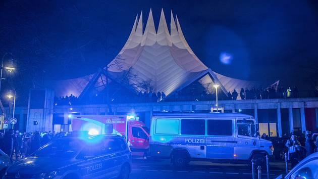 Policie u Tempodromu v Berlíně