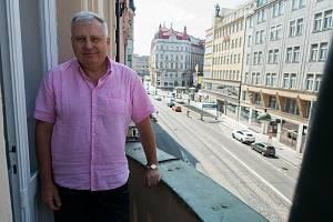 Prezident Svazu podnikatelů ve stavebnictví Jiří Nouza na balkóně sídla této organizace v Praze.