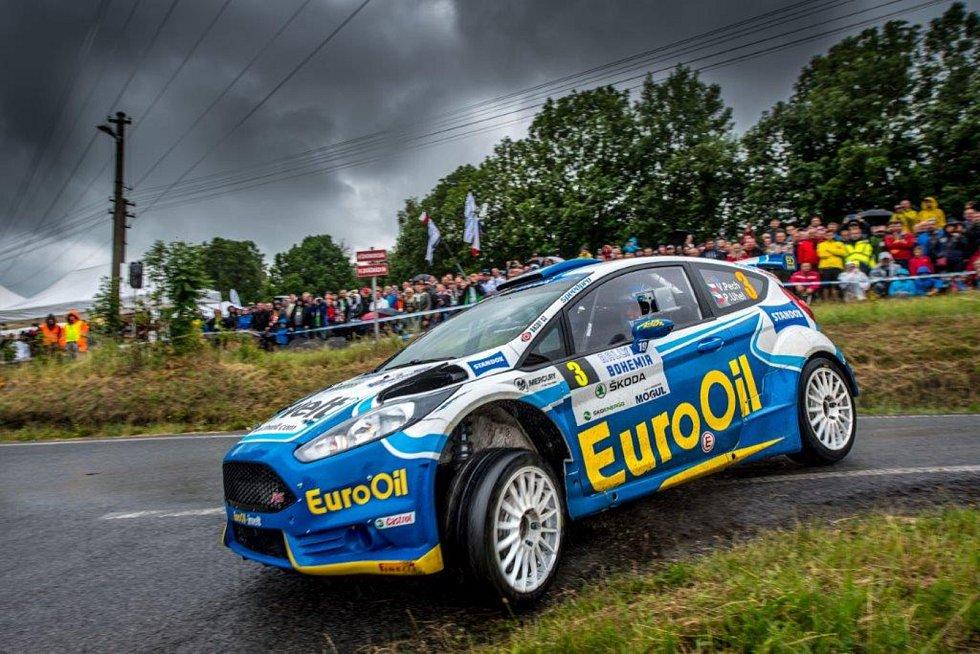 Václav Pech jr. se spolujezdcem Petrem Uhlem z EuroOil-invelt teamu s vozem Ford Fiesta R5 (na snímku) skončili na Rallye Bohemia absolutně sedmí a pátí v pořadí národního mistrovství.  Foto: EuroOil-invelt team