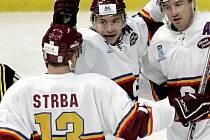 Hokejisté Sparty (zleva) Martin Štrba, Tomáš Netík a Petr Ton se radují z branky v síti finského týmu Kärpät Oulu na turnaji Super Six v Petrohradě.