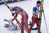 Petter Northug opět kraloval: na snímku s ním poražení Calle Halfarsson (vlevo) a Martin Johnsrud Sundby (vpravo)