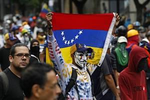 Venezuelané protestují proti vládě a prezidentovi.