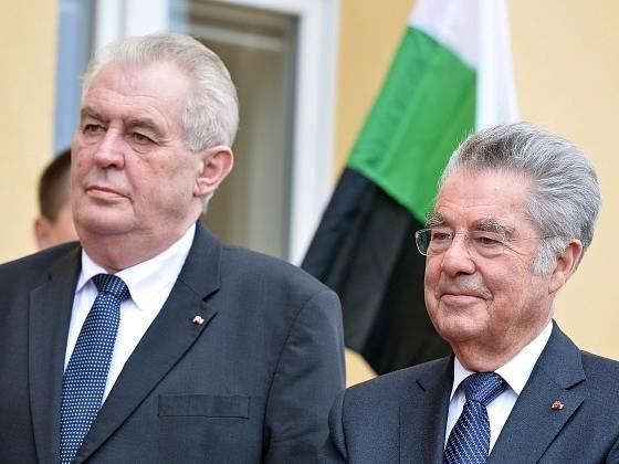 Prezident Miloš Zeman a bývalý rakouským prezidentem Heinzem Fischerem. Ilustrační foto.