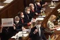 Premiér Andrej Babiš (ANO) hovoří na schůzi Sněmovny k návrhu části opozice na vyslovení nedůvěry menšinové vládě ANO a ČSSD