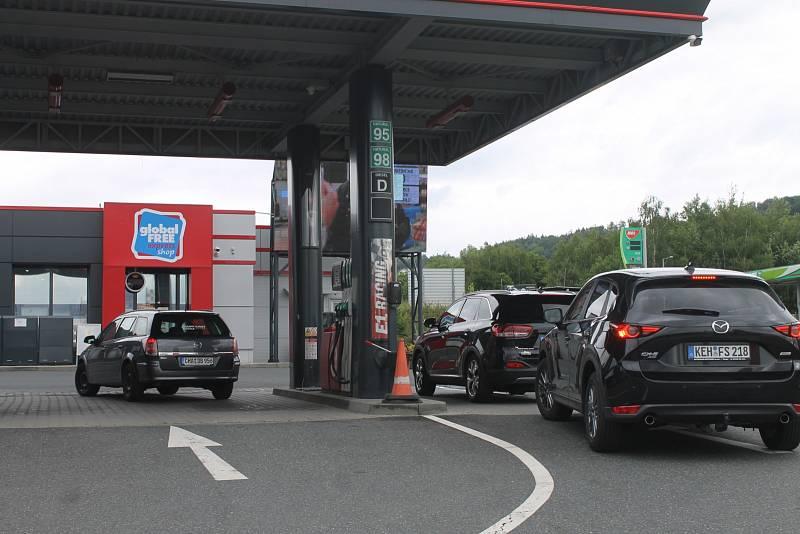 Ropa je teď nejdražší za poslední tři roky, což se následně odráží i v cenách pro české motoristy.