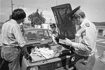 Na hranicích. Kontrola na hraničním přechodu s NDR v Petrovicích v roce 1981