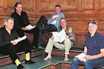 """John Cleese, Terry Gilliam, Eric Idle, Terry Jones a Michael Palin se potkají 20. července a slibují, že do programu zařadí převážně nejpopulárnější scénky, prý """"v naději, že už je lidé zapomněli""""."""
