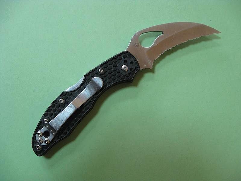 V nabídce se najde i používaný, ale zachovalý kapesní nůž značky Byrd Hawkbill se specifickou zubatou čepelí