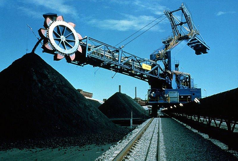 Těžební stroje v při dobývání uhlí