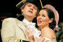 Natáčení komické opery Josepha Haydna čeká v pátek při premiéře představení Lest a láska diváky Jihočeského divadla. Hlavní role si zahráli Aleš Voráček jako hrabě Erminio a Eva Štruplová, která ztvárnila roli Rosiny.