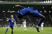 Romelu Lukaku z Evertonu oslavil přemetem gól proti West Bromwichi.