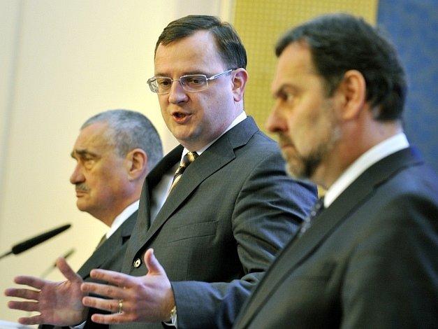Předsedové koaličních stran (zleva) Schwarzenberg, Nečas a John