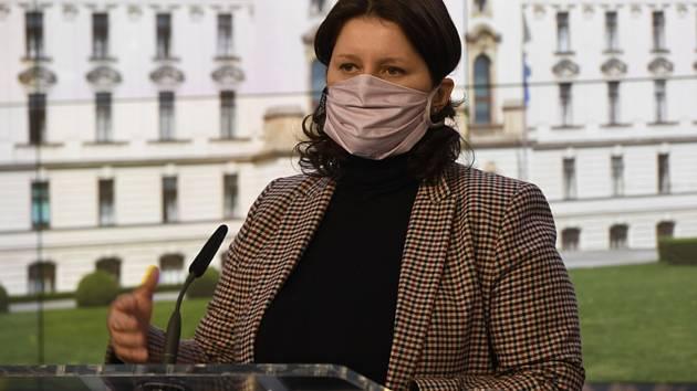 Ministryně práce a sociálních věcí Jana Maláčová vystoupila 31. března 2020 v Praze na tiskové konferenci po schůzi vlády k aktuálnímu vývoji ohledně šíření koronaviru