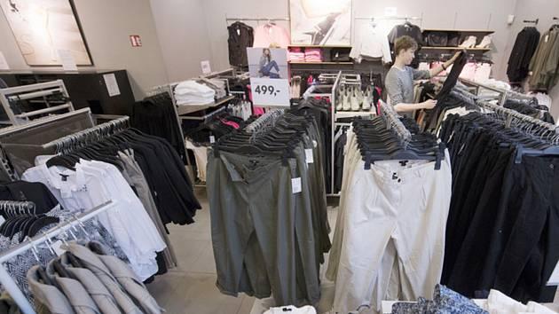Obchod s oblečením - ilustrační foto