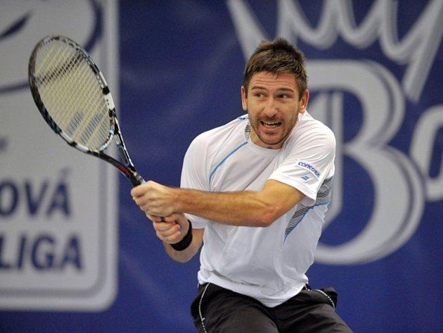 Jan Hájek ve finále tenisové extraligy v Prostějově.