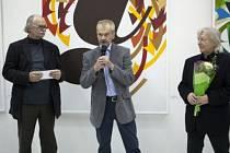 Grafik Miroslav Pechánek (uprostřed)