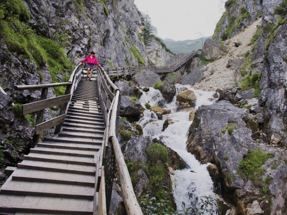 Horská stezka v Alpách.