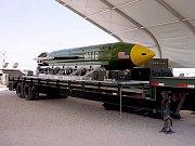 "Puma GBU-43/B, zvaná ""matka všech bomb""."