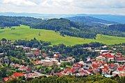 Z Jehly jsou vidět Lužické hory, Labské pískovce i České středohoří.