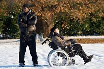 NEDOTKNUTELNÍ. Brilantní komediální film o přátelství dvou mužů (Francois Cluzet a Omar Sy) s rozdílnou barvou pleti i pohledy na život stojí skromně ve stínu Prométhea. Zkuste ho nepřehlédnout.