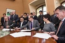Podpis koaliční dohody v Hradci Králové