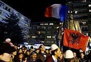 Demonstarce proti uznání samostatného Kosova na Palackého náměstí v Praze.