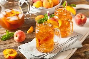 Žízeň spolehlivě zažene i ledový čaj