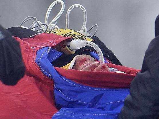 Hans Grugger se vážně zranil během čtvrtečního tréninku sjezdu v Kitzbühelu.