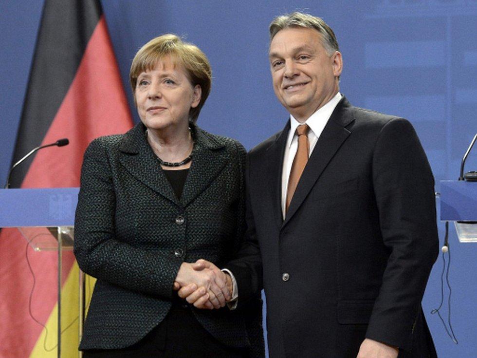 Německá kancléřka Angela Merkelová při návštěvě Budapešti s premiérem Viktorem Orbánem (rok 2015).