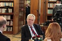 Prezident Miloš Zeman v Partii na Primě uvedl, koho bude jmenovat do pozice kancléře a tiskové mluvčí.