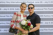 Modelka Hana Soukupová a její partner Drew Aaron na festivalu v Karlových Varech