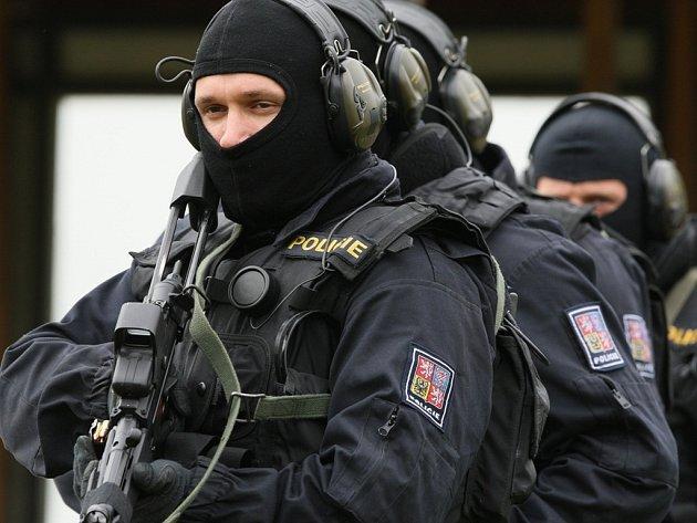 Policie zkoumá praktiky pražské reliatnní kanceláýe.