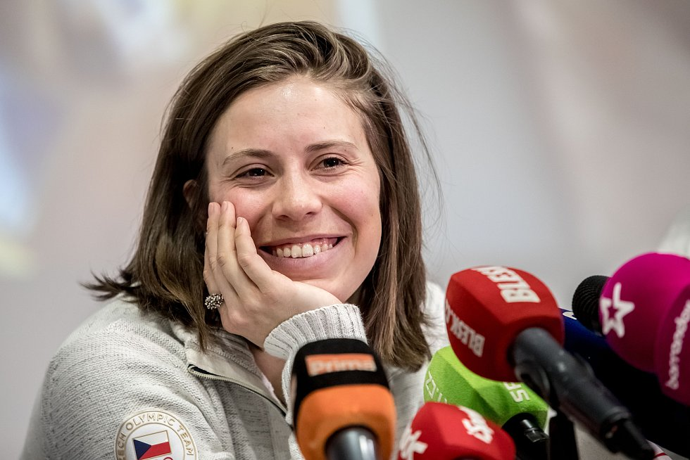 Snowboardistka Eva Samková po příletu z olympijských her v Pchjongčchangu.