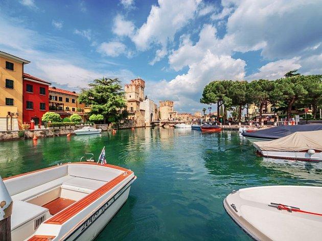 Turisté se musejí cítit jako u moře. S tím rozdílem, že vidí na druhý břeh.