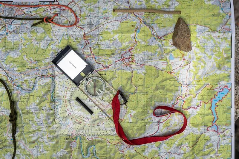 """Téměř vkaždé """"boudě"""" je kdispozici papírová mapa a zkušenější turista se podle ní zorientuje"""