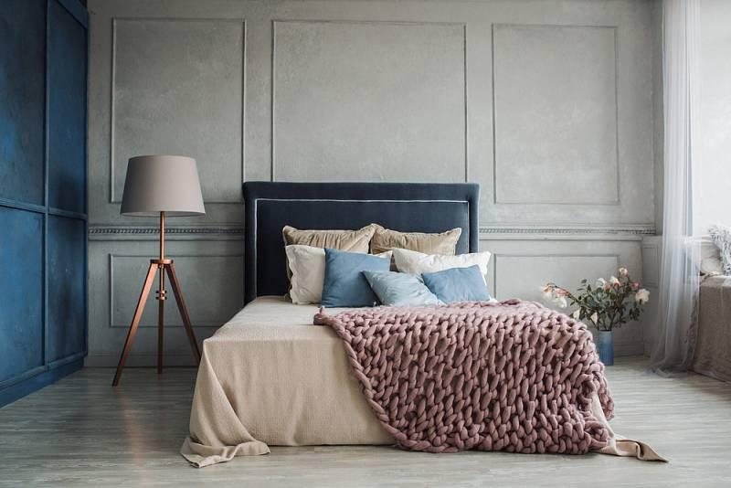 Ložnice byste si měli zařídit tak, aby měla dostatek světla a zároveň se vám v ní dobře spalo.