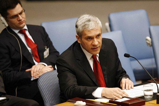 Srbský prezident mluví na zasedání Rady bezpečnosti OSN v New Yorku. Srbský velvyslanec ve Washingtonu ale jede  na pokyn vlády domů.