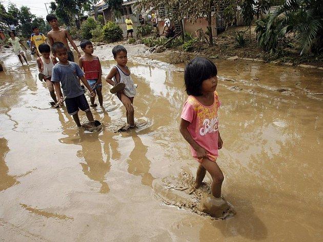 Tajfun Ketsana devastoval filipínská města a vesnice.