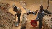 Těžba coltanu v provincii v Kongu