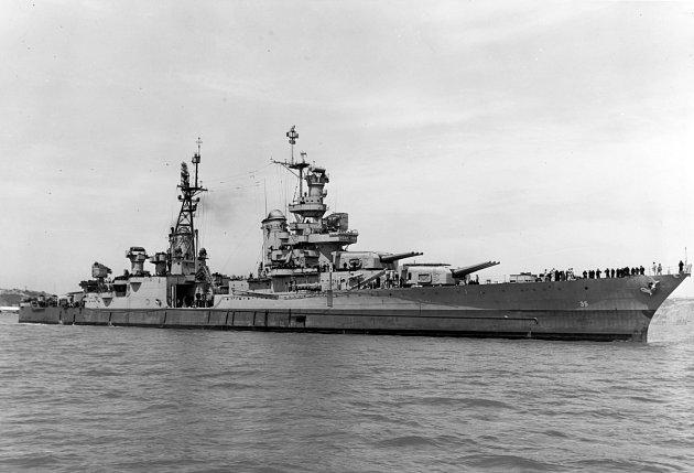 Těžký křižník USS Indianapolis v roce 1945