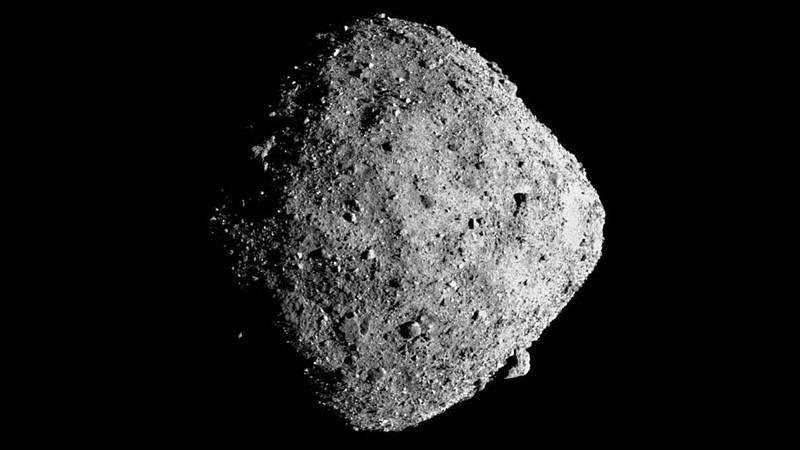 Asteroid Bennu v sobě skrývá informace o chemických pochodech z doby vzniku sluneční soustavy