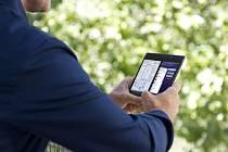 Internet v mobilu (ilustrační snímek)