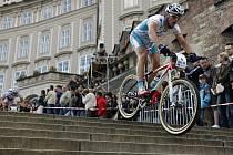 Český cyklosař Zdeněk Štybar vyhrál exhibici Pražské schody.