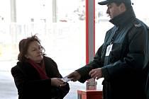Celníci údajně požadovali od řidičů, zejména kamionů a autobusů, při vjezdu do Bulharska a tím i do Evropské unie úplatky. Ilustrační foto.