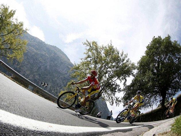 Alberto Contador v červeném dresu pro lídra Vulty.